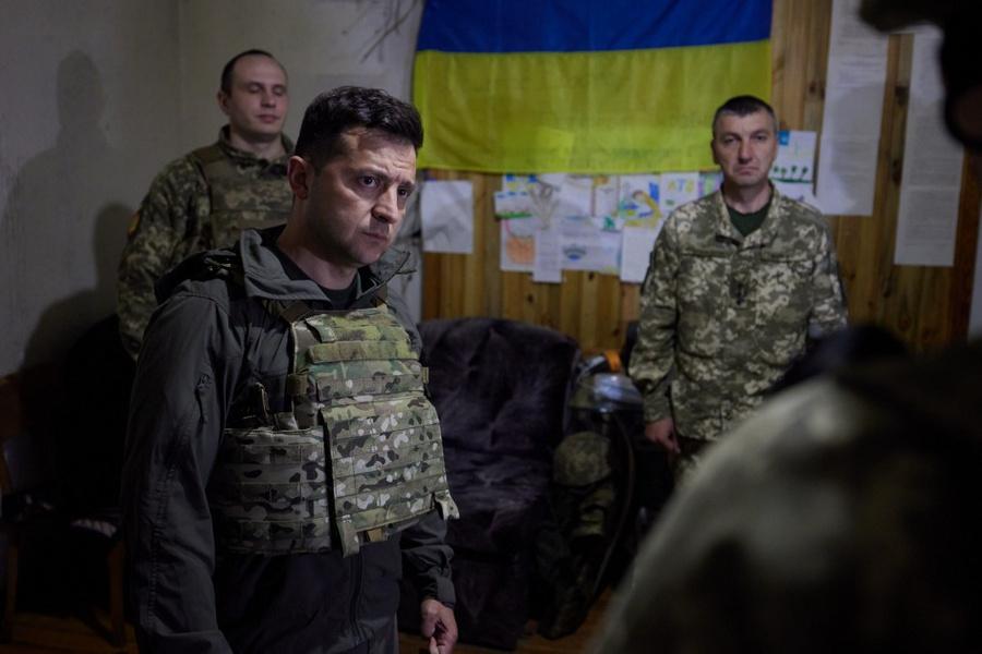 "<p>Фото © <a href=""https://www.president.gov.ua/ru/photos/robocha-poyizdka-prezidenta-ukrayini-do-doneckoyi-oblasti-3977"" target=""_blank"" rel=""noopener noreferrer"">Сайт президента Украины</a></p>"
