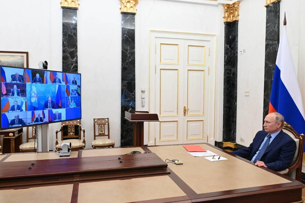 Путин на заседании Совбеза РФ предложил обсудить свою встречу с Байденом