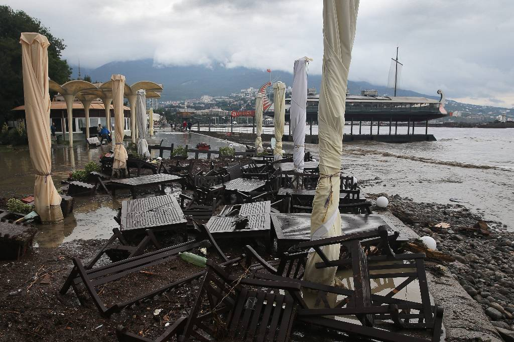 В Крыму объявили штормовое предупреждение из-за сильных ливней, грозы и ветра