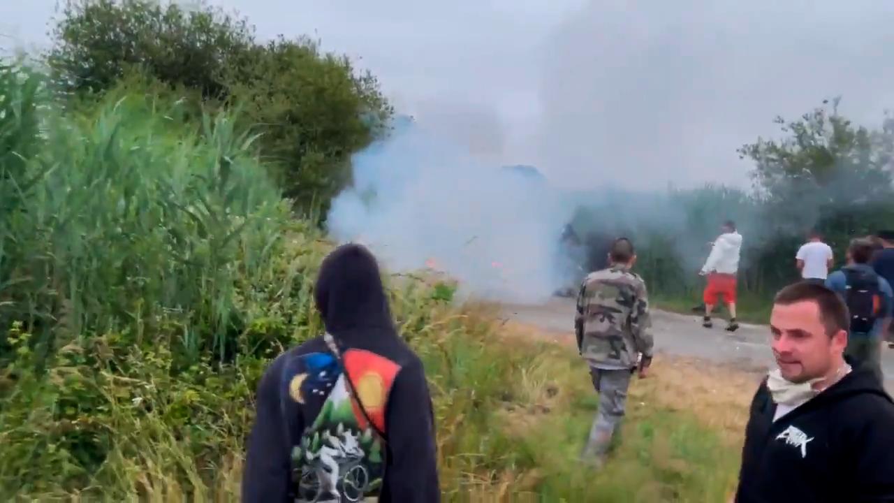 Во Франции полиция слезоточивым газом разогнала участников рейва, нарушивших комендантский час