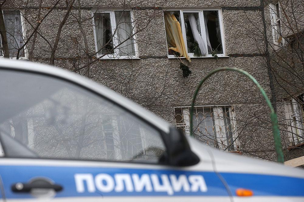 В Москве годовалая малышка выпала с балкона и погибла, пока родители общались по видеосвязи