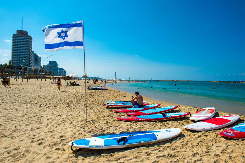 Израиль с 1 июля откроет границы для привитых от ковида туристов