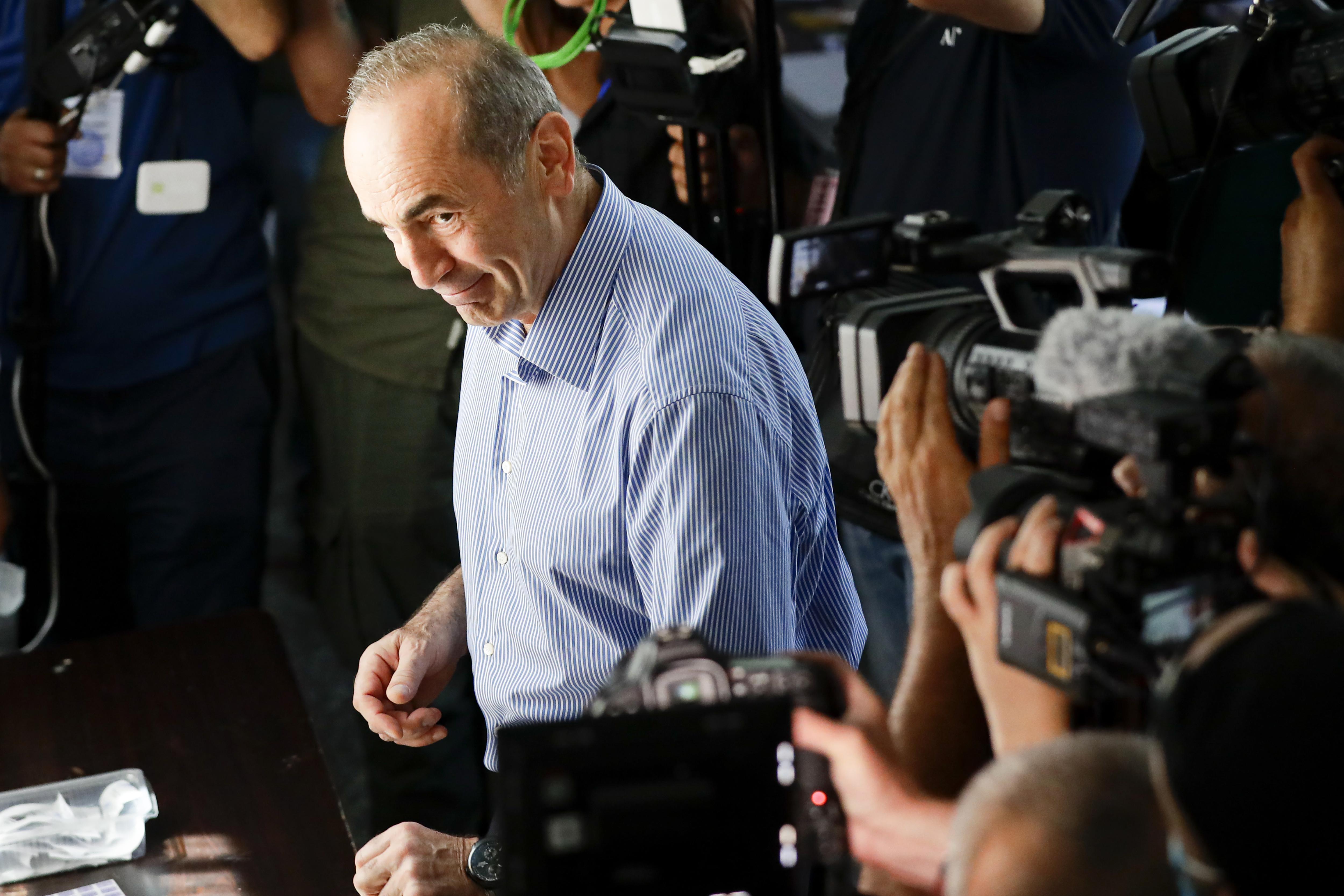 Блок экс-президента Армении Кочаряна не признал итоги парламентских выборов