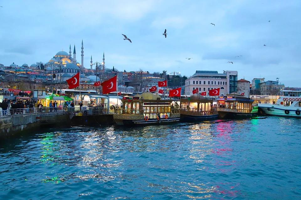 В АТОР рассказали, сколько миллионов россиян успеют отдохнуть в Турции до конца сентября
