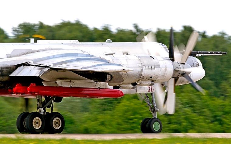 Ракеты Х-101 под крылом Ту-95МСМ. Фото ©militaryarms.ru