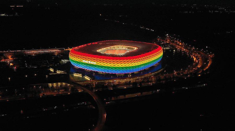 "<p>Фото © <a href=""https://www.dfb.de/en/news/detail/uefa-proposes-alternative-dates-for-rainbow-illumination-at-munich-stadium-229252/?no_cache=1&cHash=fe15e2badf6a8d05ca7dbd0a2c5c0f0f"" target=""_blank"" rel=""noopener noreferrer"">dfb.de</a></p>"