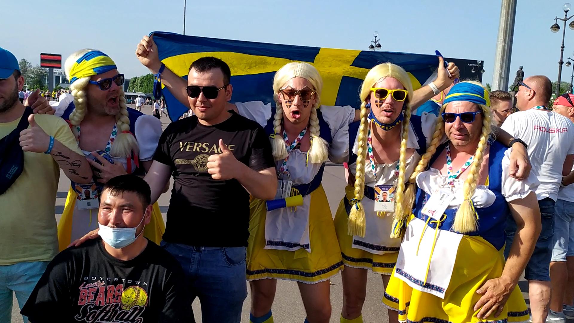 Калинка-малинка, пляски и кричалки: Фанаты Швеции и Польши устроили праздник футбола в Петербурге перед матчем Евро-2020