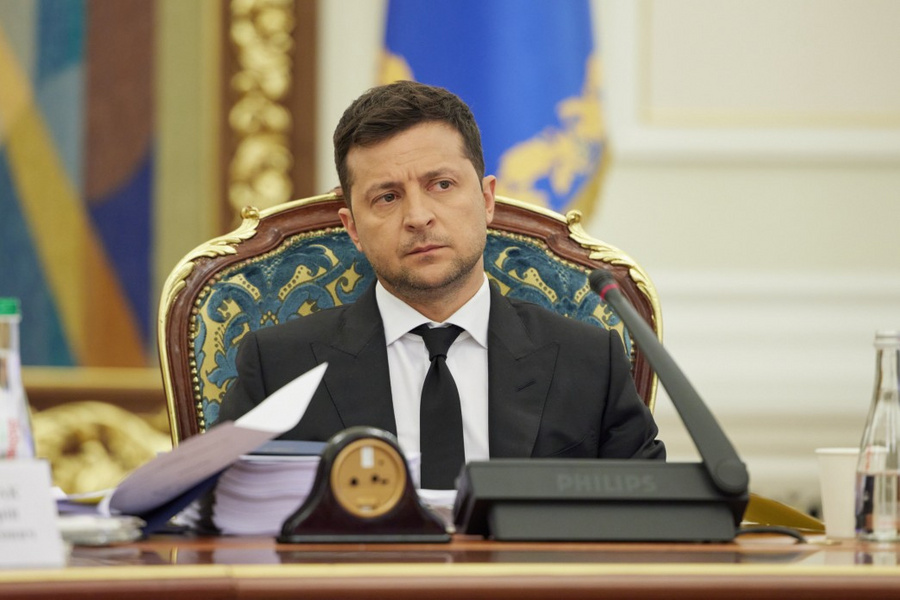"<p>Фото © <a href=""https://www.president.gov.ua/ru/news/volodimir-zelenskij-proviv-zasidannya-rnbo-na-yakomu-bulo-sh-69105"" target=""_blank"" rel=""noopener noreferrer"">Сайт президента Украины</a></p>"