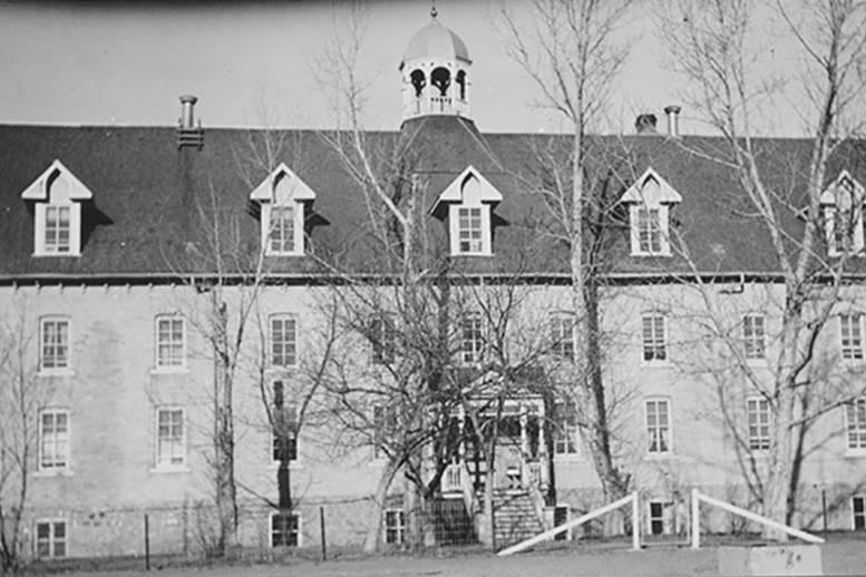 Во дворе католической школы найдены останки более 750 детей, которые пропадали в течение 100 лет