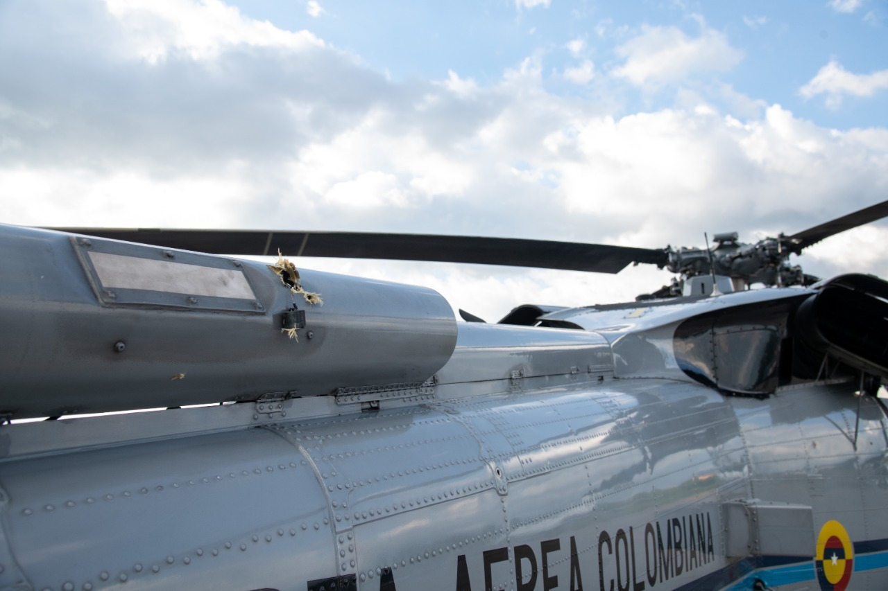 В Колумбии обстреляли вертолёт президента, и это попало на видео