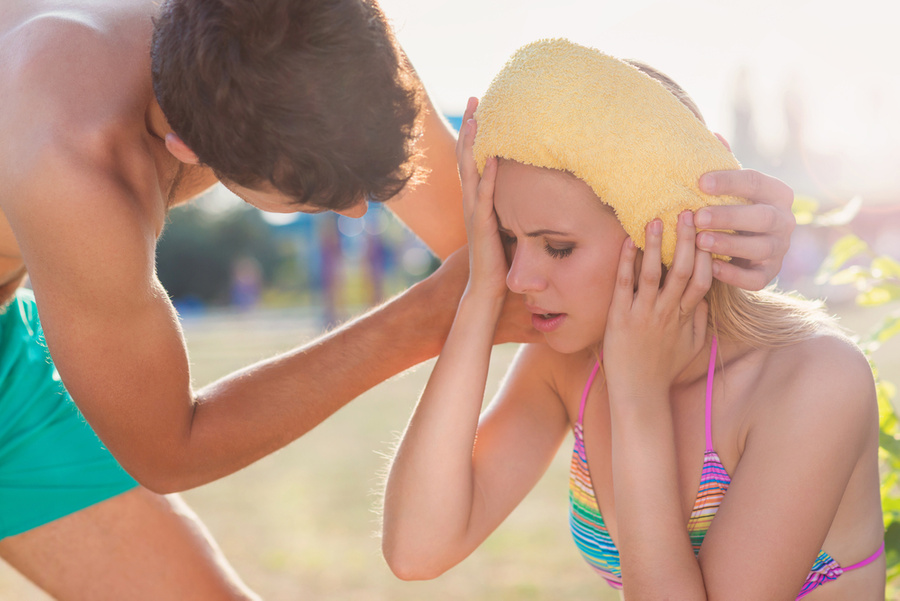 "<p>Фото © <a href=""https://ru.depositphotos.com/84711912/stock-photo-young-woman-having-heatstroke.html"" target=""_blank"" rel=""noopener noreferrer"">Depositphotos</a></p>"