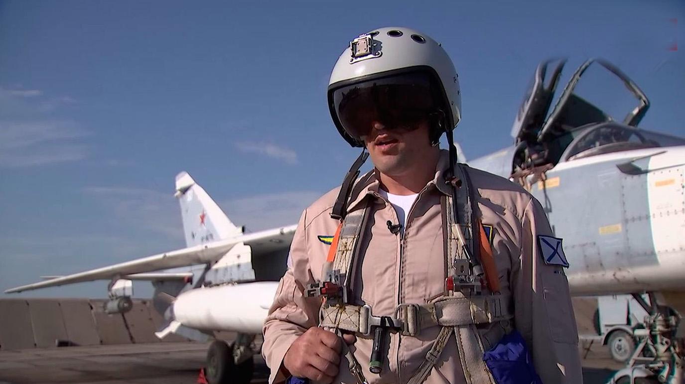 Убедились, что изменил курс: Лётчик рассказал, как сбрасывал бомбы перед британским эсминцем у Крыма