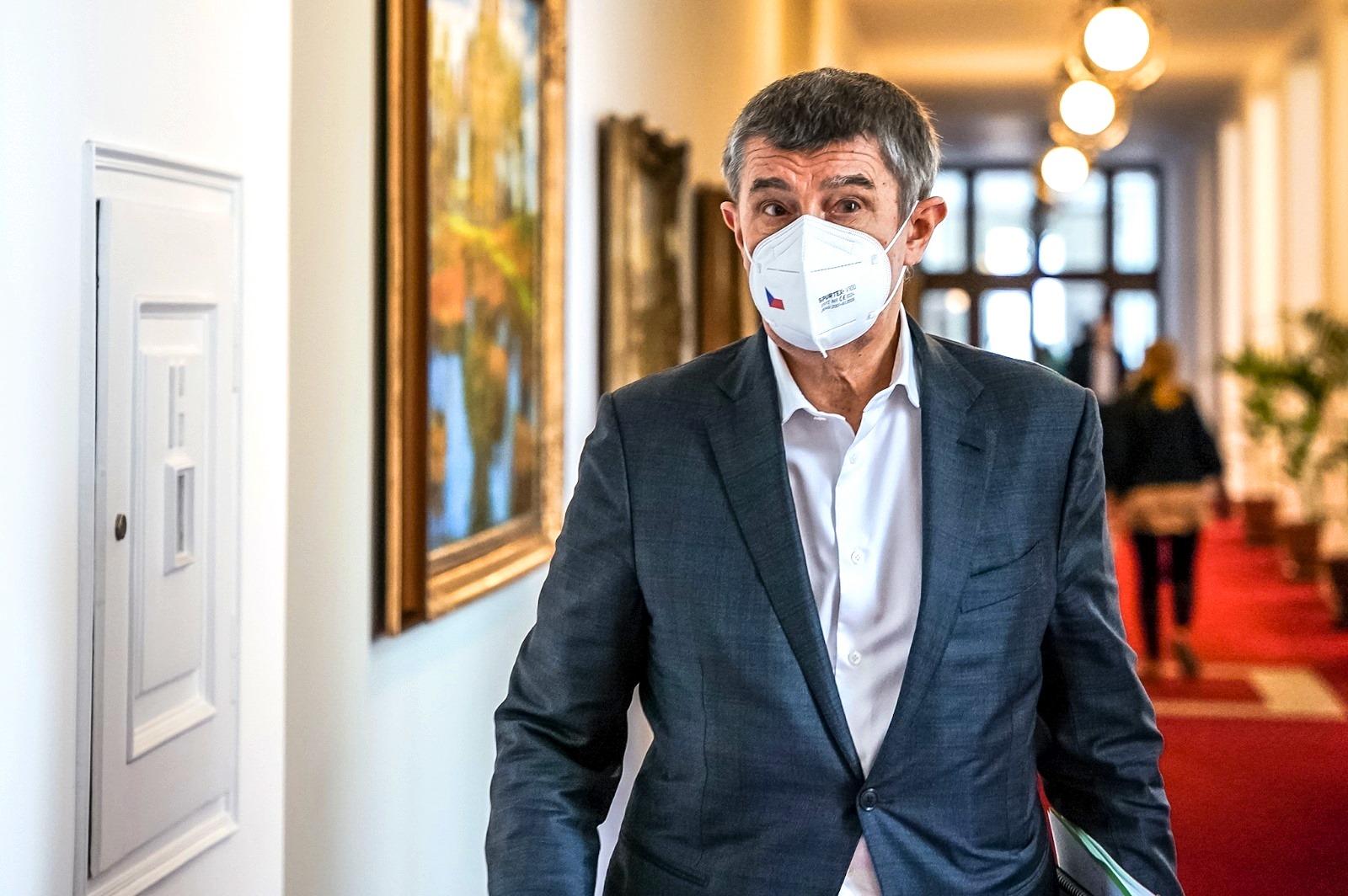 Премьер Чехии вновь заявил о причастности русских шпионов к взрывам во Врбетице