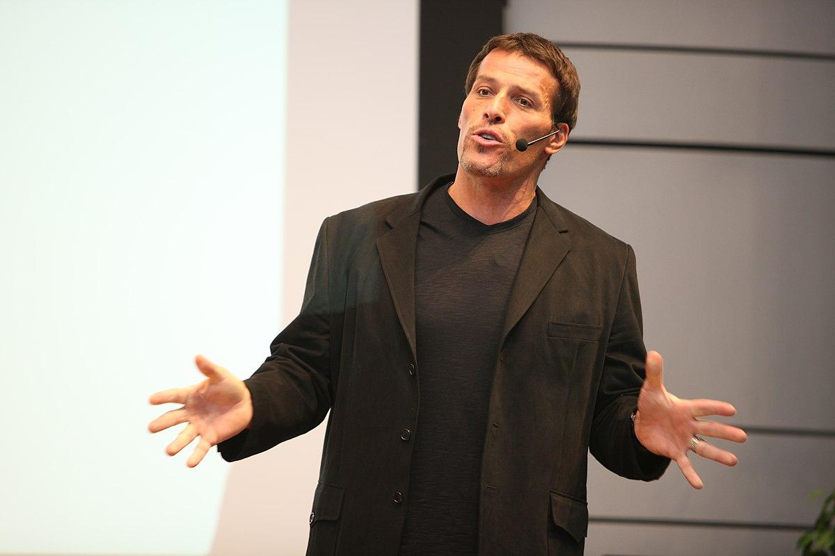 Американский бизнес-тренер Тони Роббинс. Фото © Wikimedia Commons