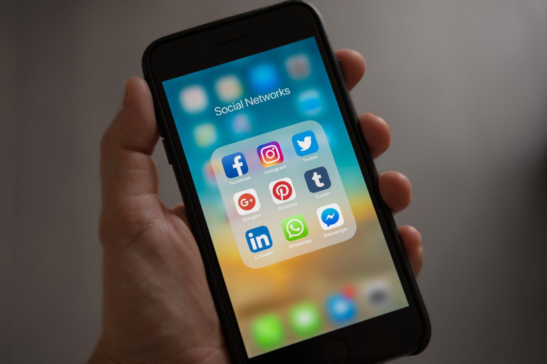 Twitter, Facebook и Telegram грозят новые многомиллионные штрафы из-за запрещённого в России контента