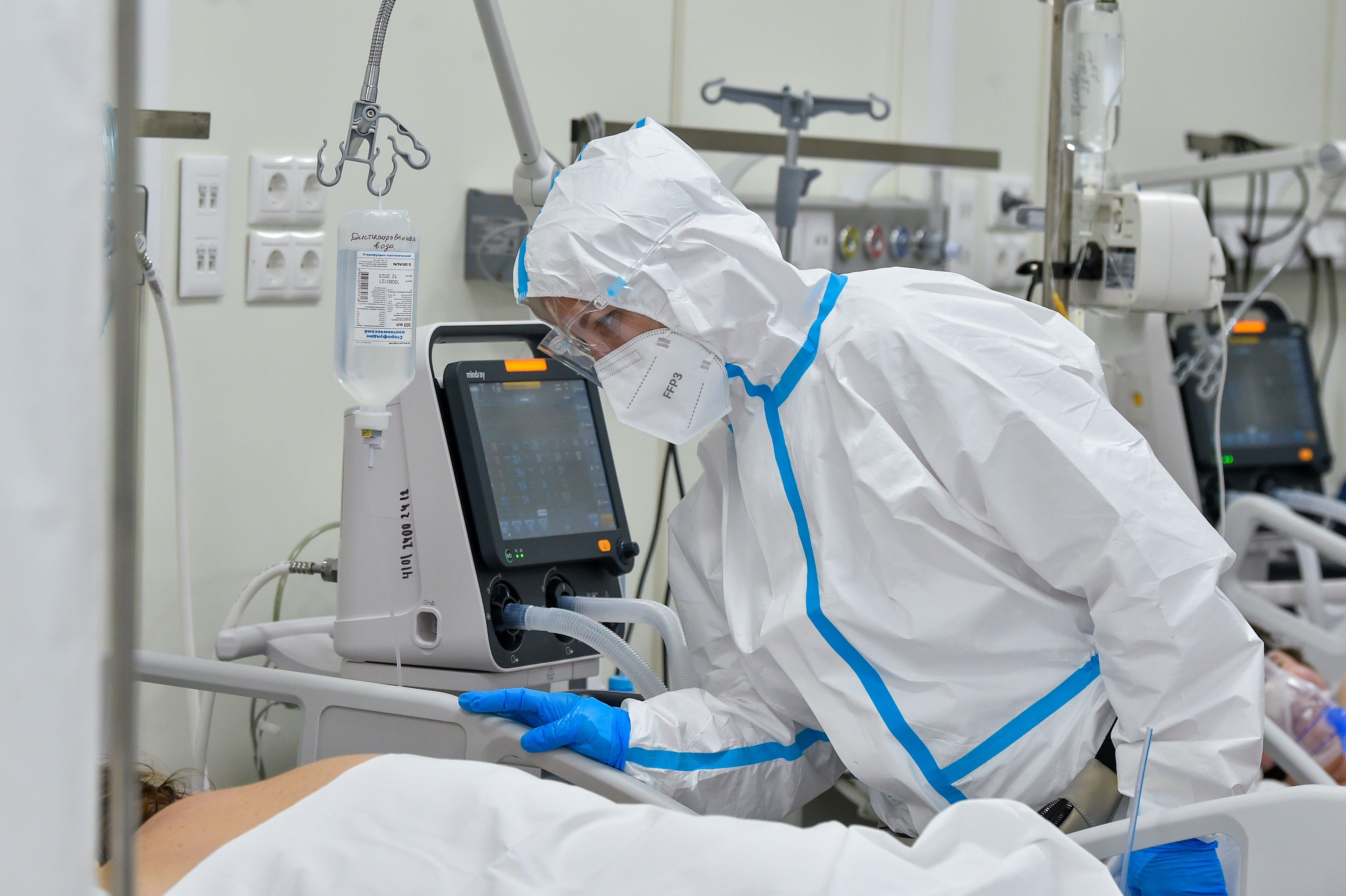 610710091618.1068 В России третьи сутки подряд фиксируется антирекорд по смертности от ковида