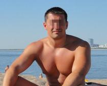 Грудастая тренерша по йоге разделась и попросила двух спортсменок тоже оголить тела