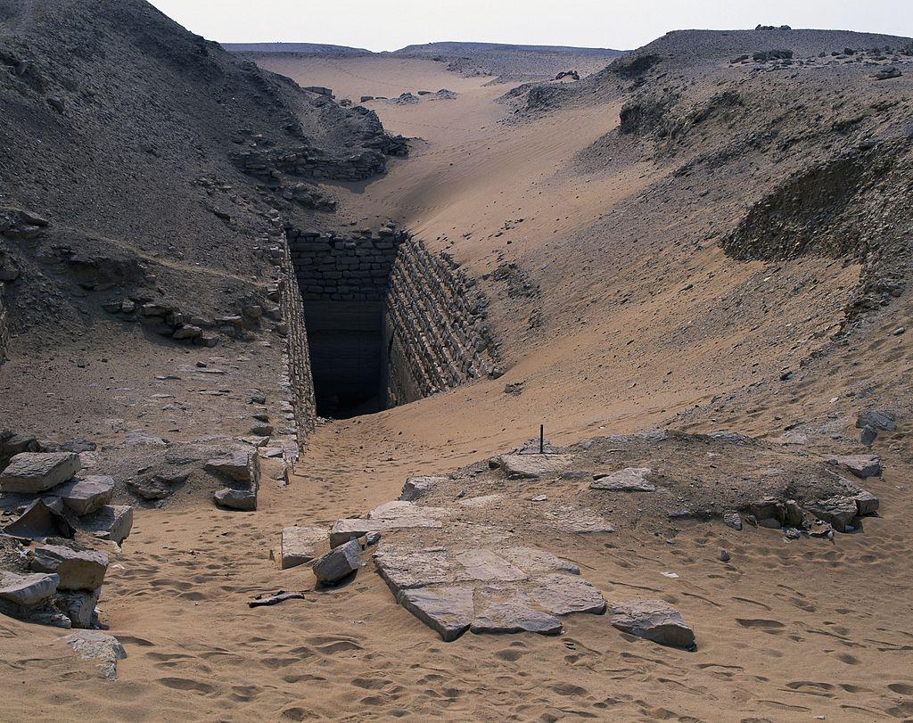 Вход в ступенчатую пирамиду Сехемхета, Саккара. Фото © Getty Images / DeAgostini