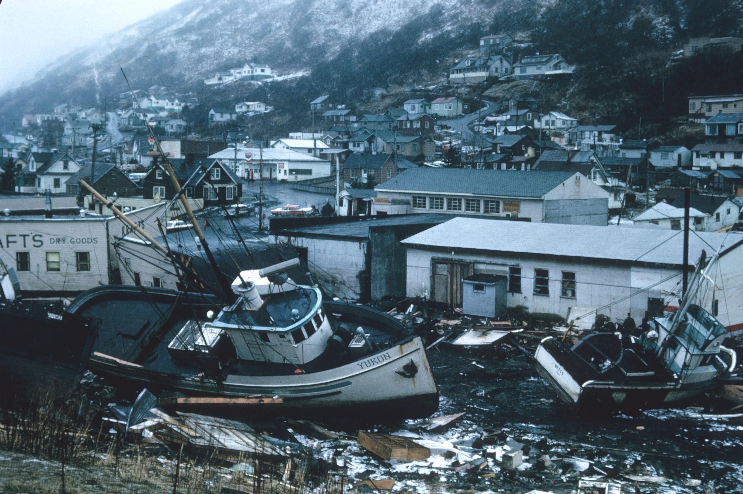 Последствия цунами. Фото © Unsplash / noaa