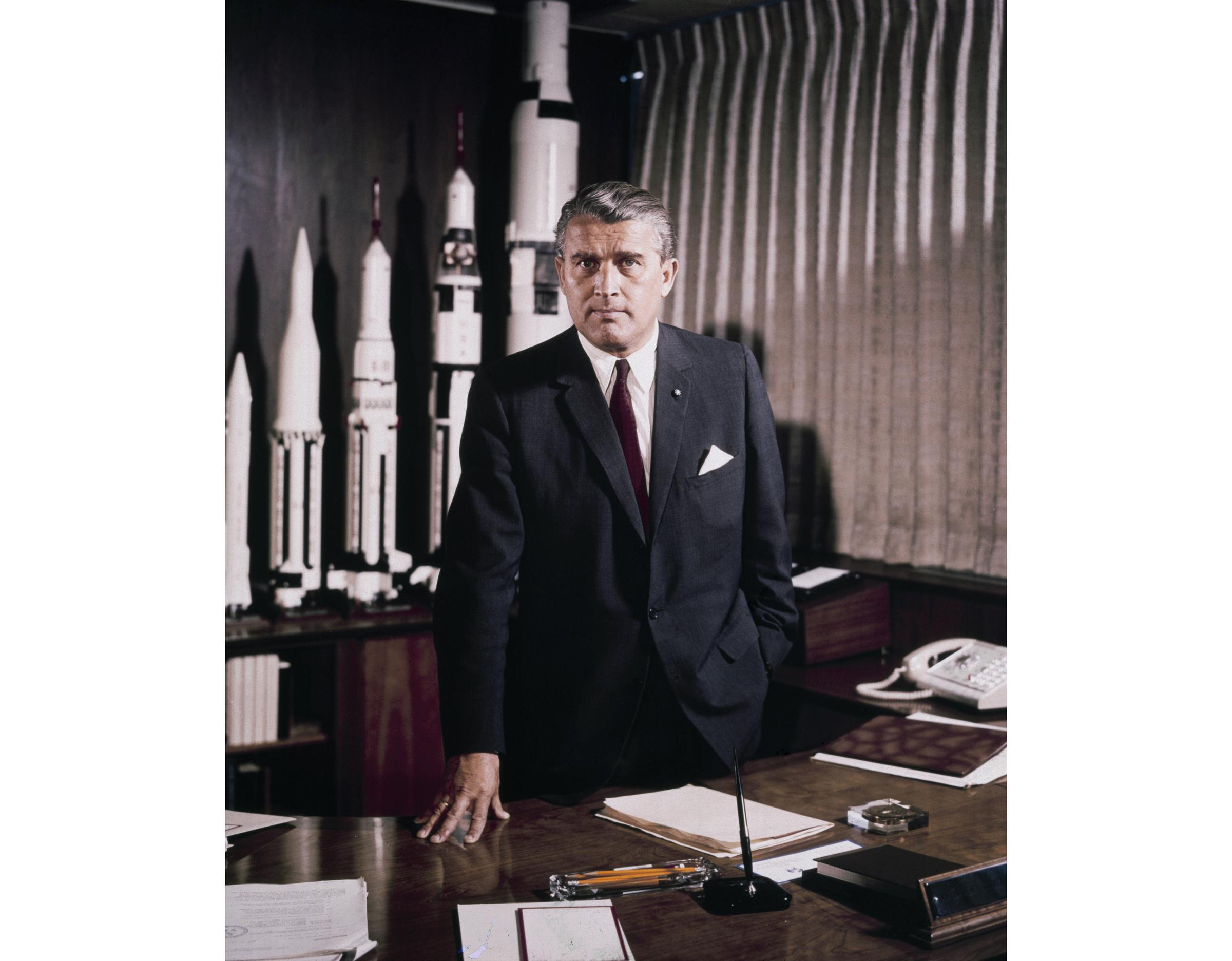 Вернер фон Браун на посту главы Центра космических полётов имени Джорджа Маршалла. Фото © Wikipedia