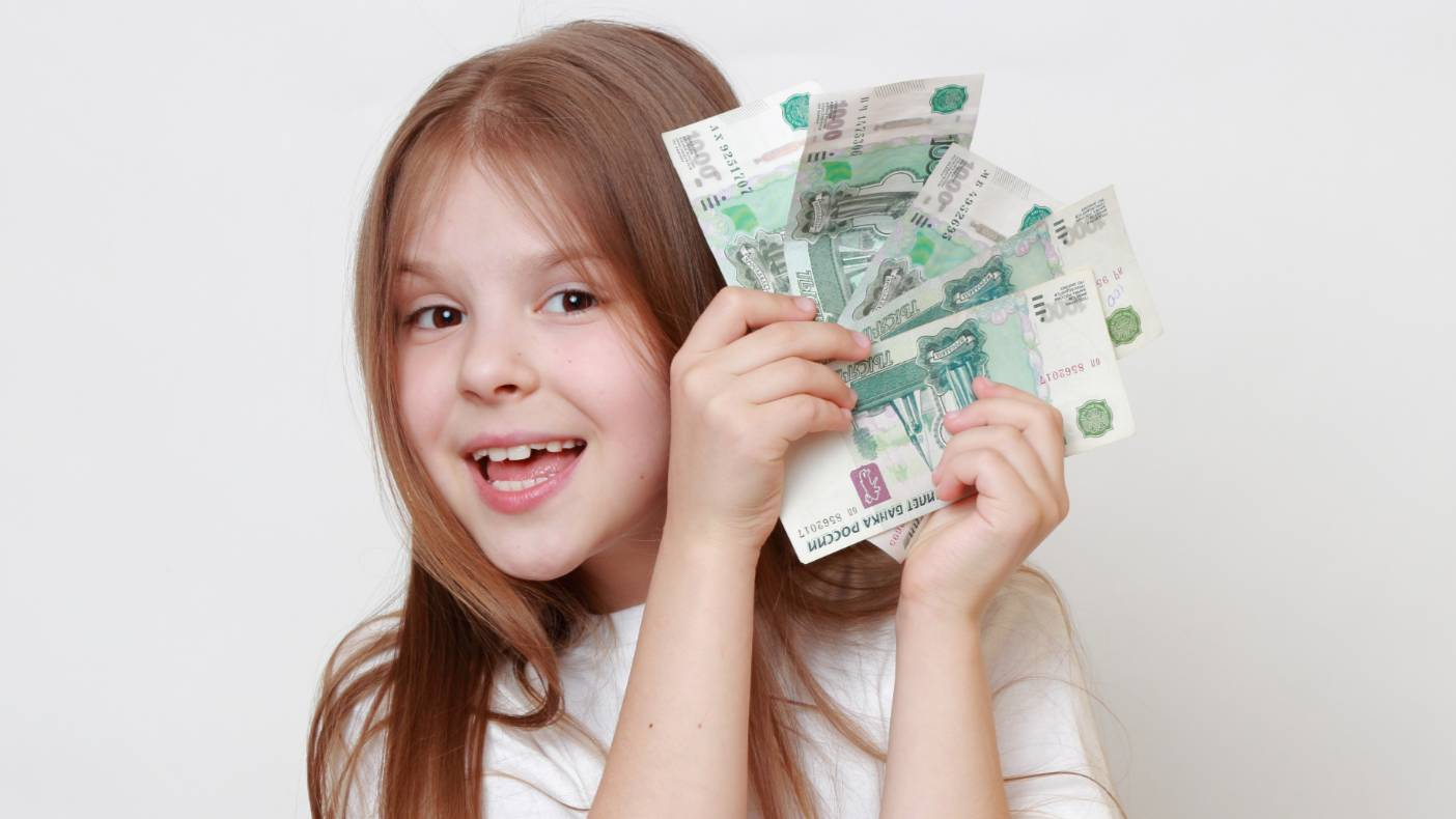 Выплаты в 10 тысяч рублей к новому учебному году получат и дети старше 18 лет
