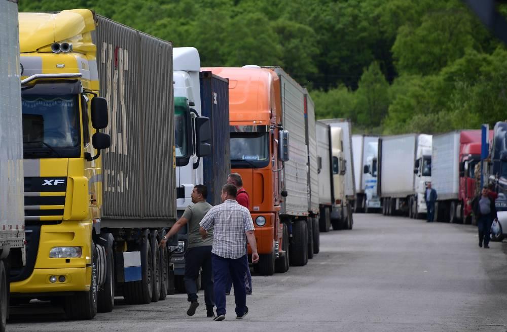 Иностранным грузовикам и автобусам запретили выезд из России до уплаты штрафов