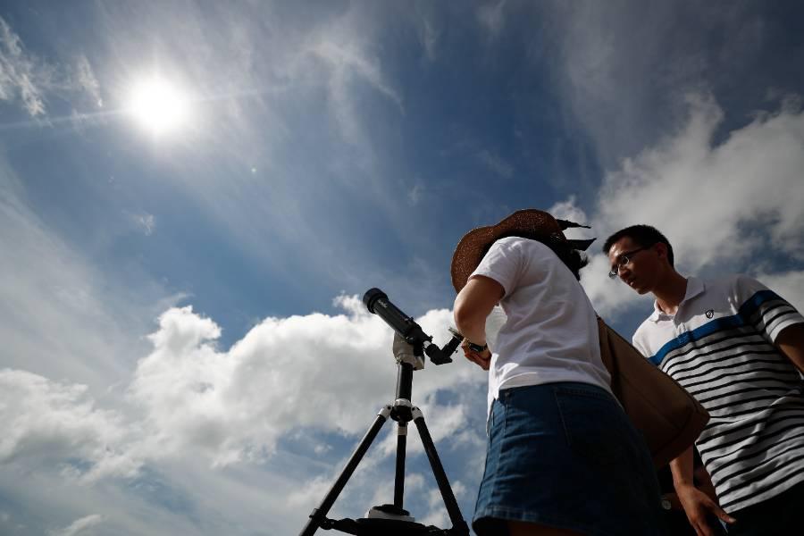 Впервые за 50 лет: Некоторые россияне сегодня смогут увидеть кольцеобразное затмение