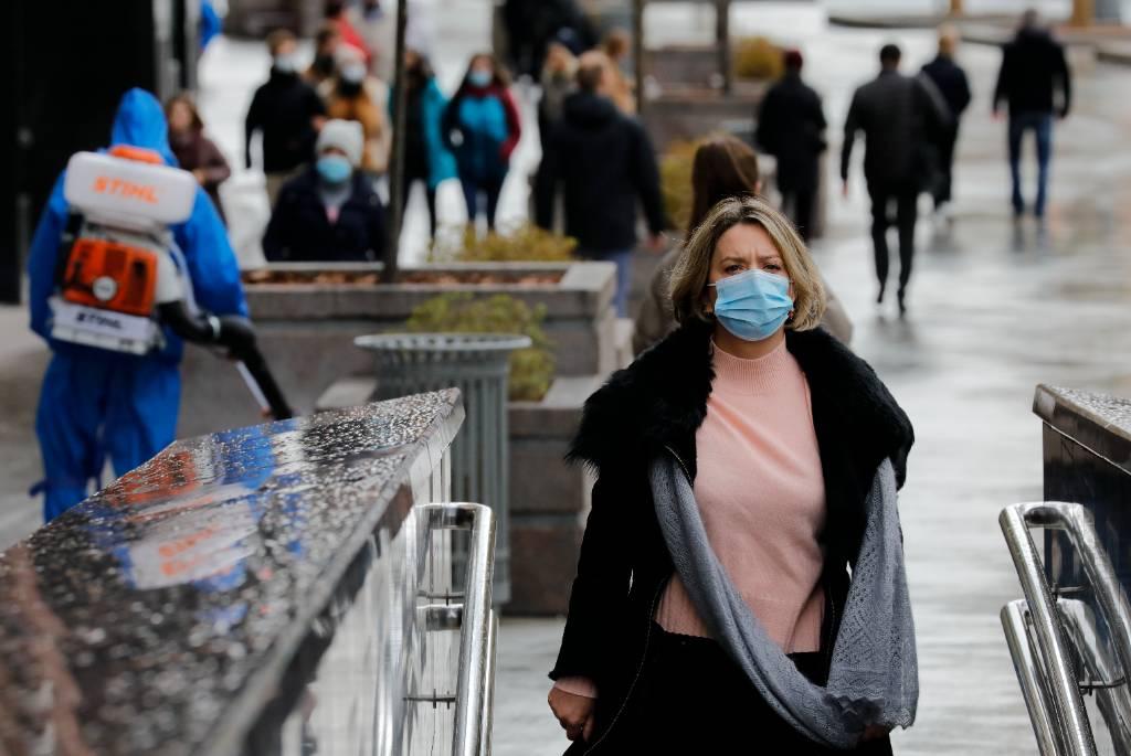 Власти Москвы назвали причину роста заболеваемости ковидом