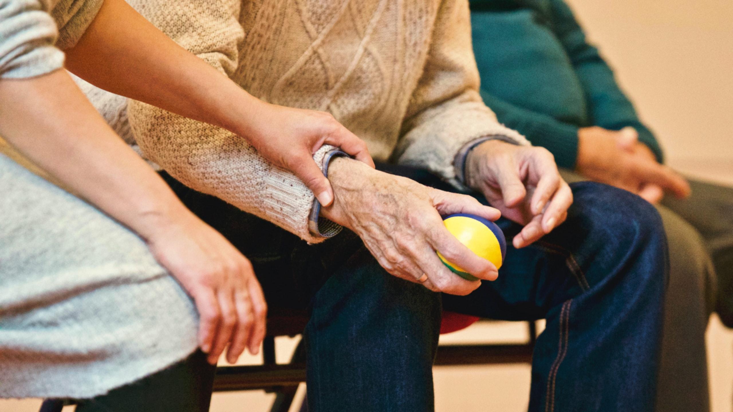В России предложили ввести новый вид страхования для пожилых