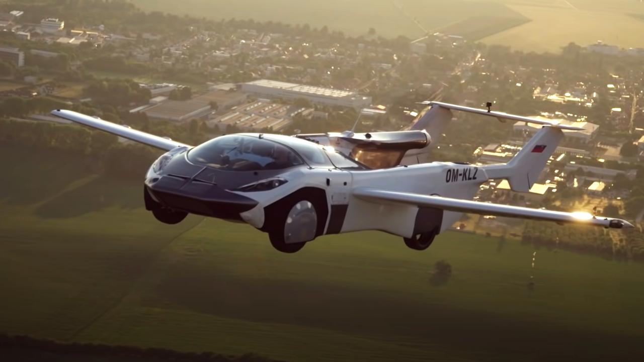 """1463535110538.7817 """"Приземлился и превратился в спорткар"""": Летающий автомобиль AirCar совершил первый в мире междугородний полёт"""