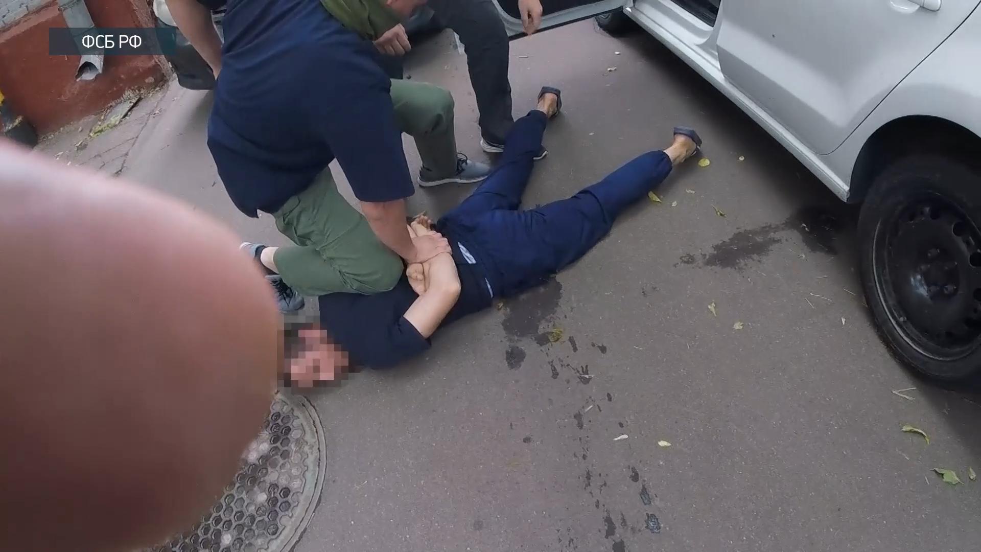 530800587674.2761 ФСБ показала видео задержания боевиков, готовивших теракты в Москве и Астраханской области