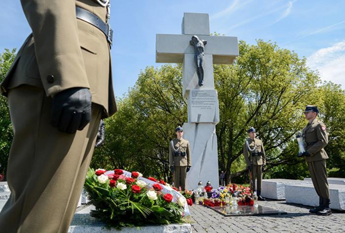 Памятник жертвам Волынской резни в Варшаве. Фото© histrf.ru