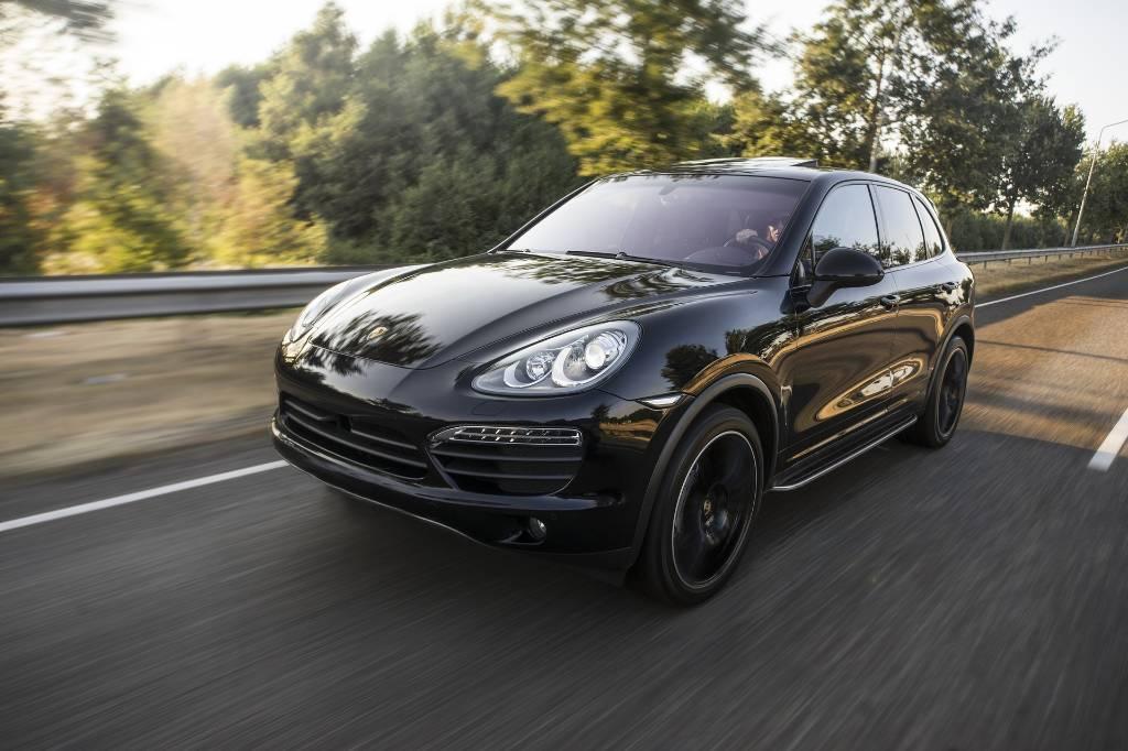 У москвича из Porsche Cayenne украли сумку с 3,5 млн рублей