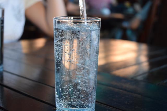 691701991147.7435 Диетолог объяснил, как выбрать качественную питьевую воду