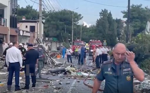 1620389335434.7085 Женщину спасли из-под завалов гостиницы в Геленджике, где произошёл взрыв газа