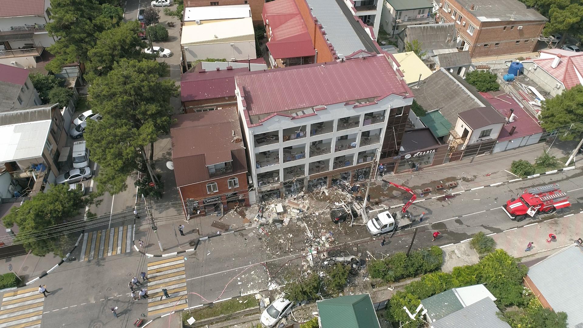 627920389778.0939 Лайф публикует видео с коптера с места взрыва в Геленджике