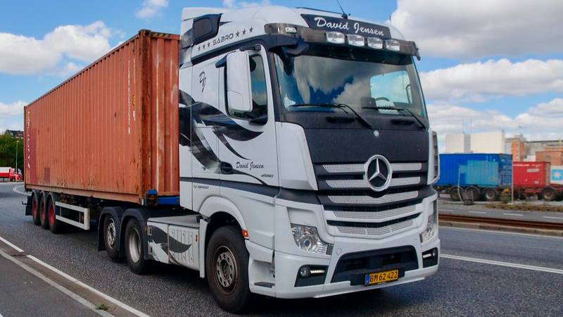 На трассах Кубани из-за жары ограничили проезд грузовиков