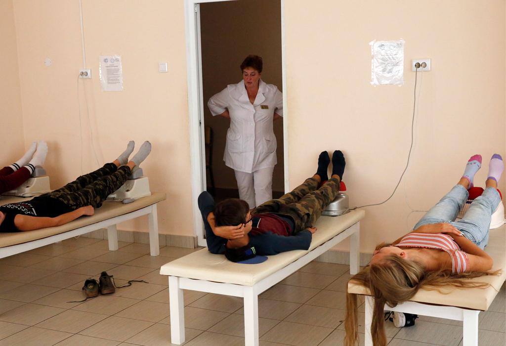 Единая Россия предложила отправить в оздоровительные лагеря детей медиков из красных зон