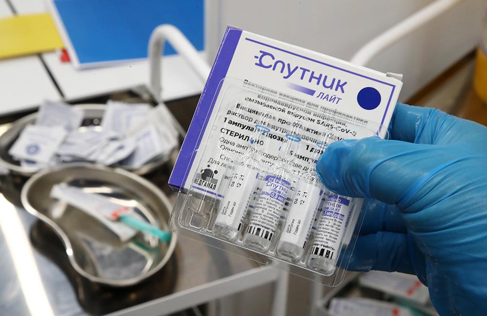 Поставки вакцины Спутник лайт в регионы начнутся со следующей недели
