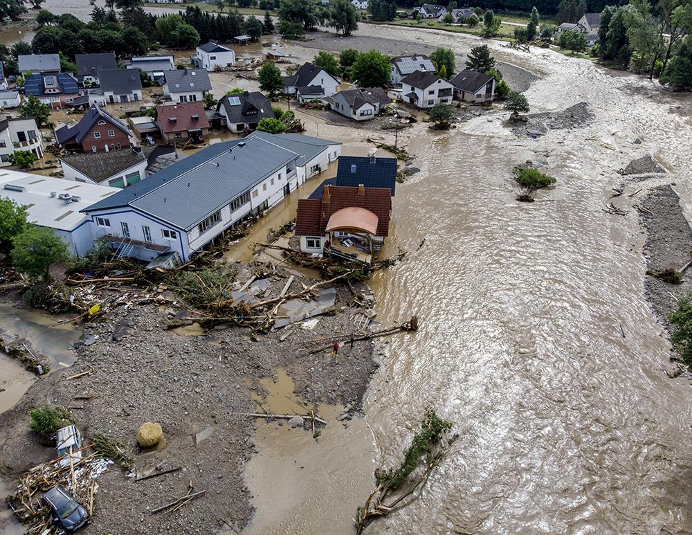 Германия из-за наводнения объявила режим военной катастрофы, а число жертв перевалило за сотню