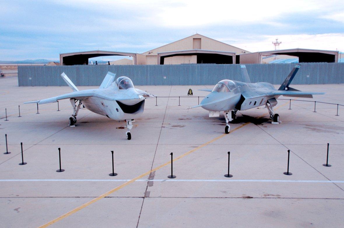 Истребители Х-32 (слева) и Х-35 (справа). Фото © Wikipedia