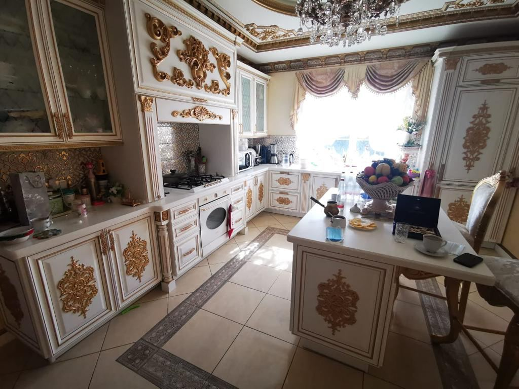 Кухня в доме Сафонова. Фото © Telegram-канал Александра Хинштейна