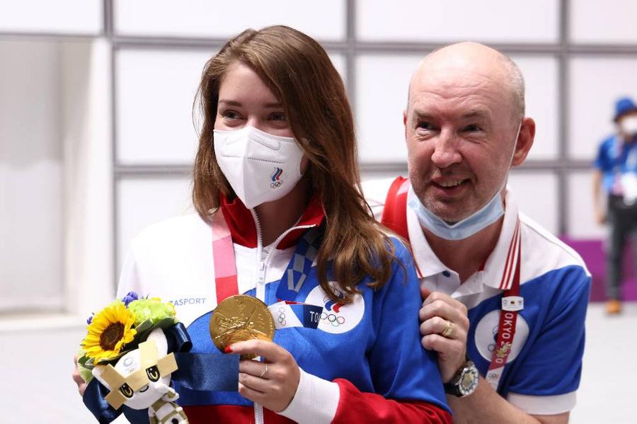 <p>Виталина Бацарашкина и тренер Владимир Исаков. Фото © ТАСС / Валерий Шарифулин</p>