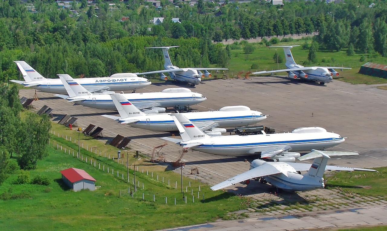 Четыре Ил-80 и два Ил-76 в аэропорту Чкаловский, 2011 год. Фото © Wikipedia