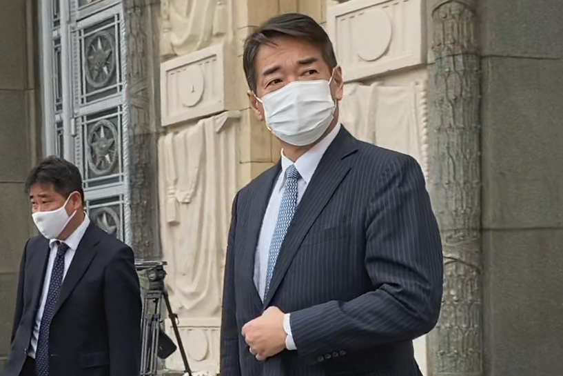 <p>Посол Японии в РФ Тоехиса Кодзуки (справа). Фото © ТАСС /Иван Колыганов</p>