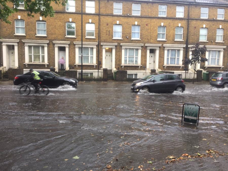 "<p>Наводнение в Лондоне. Фото © Twitter / <a href=""https://twitter.com/ash97840774"" target=""_blank"" rel=""noopener noreferrer"">ash</a></p>"
