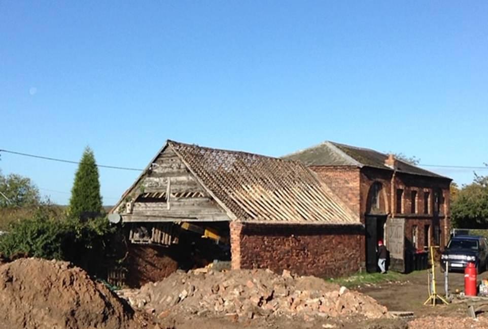 Супруги спустили бешеные деньги на ремонт заброшенного дома, и результат стоил этих трёх тяжёлых лет