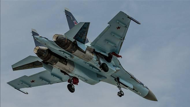 Российский Су-27 сопроводил над Балтикой самолёт-разведчик Франции