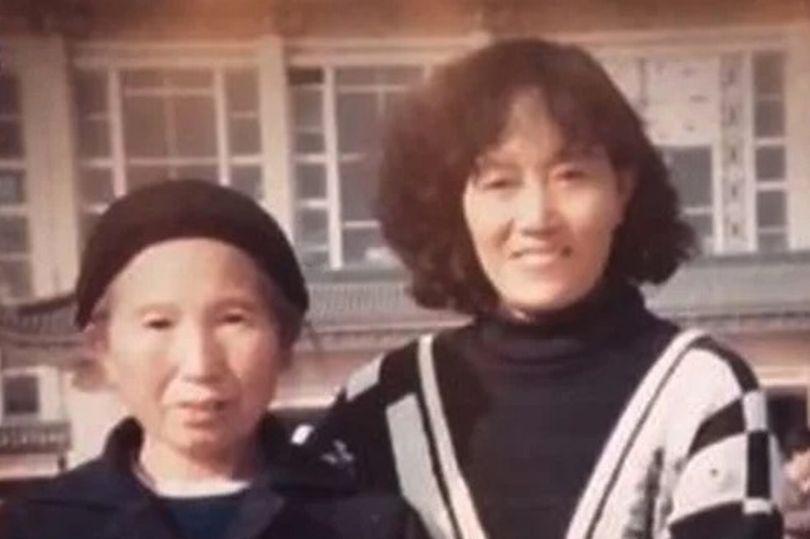 Хэ Фуюй (слева) со своей дочерью Ченг Конгронг (справа). Фото © Cheng Jing
