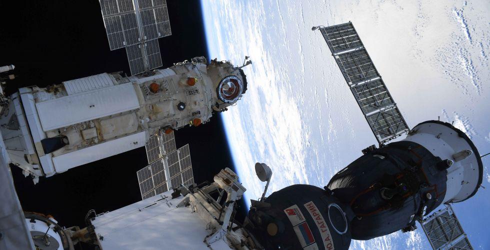 Рогозин назвал человеческий фактор причиной включения двигателей модуля Наука